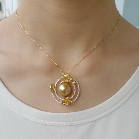 Pendentif orchidée sauvage - Perle dorée des mers du sud