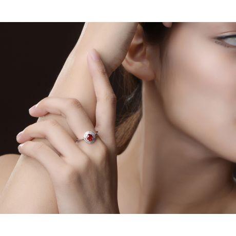 1 rubis, des diamants et de l'or blanc : Bague Florali