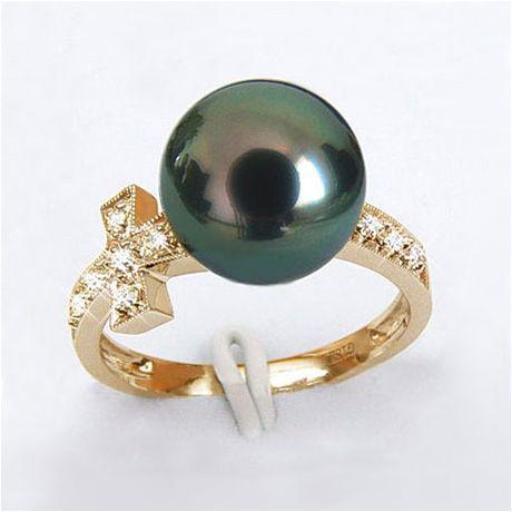 Bague croix romaine - Perle de Tahiti noire paon - Or jaune, diamants