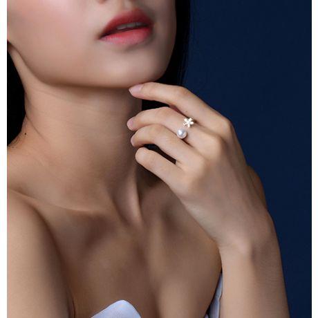 Bague fleur et perle Akoya blanche Japon. Diamants