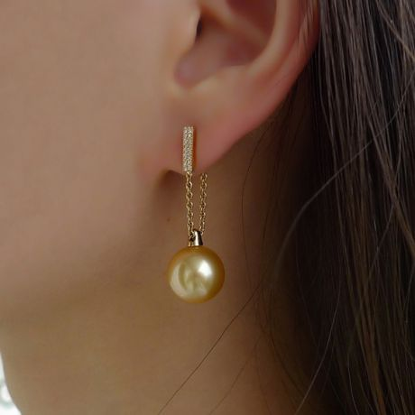 Boucles oreilles pendant Or jaune & perle Australie. Diamants