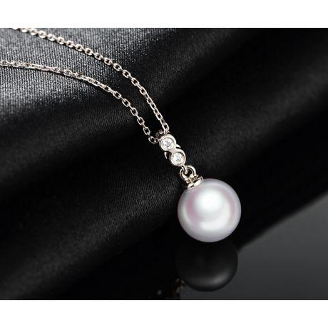 Pendentif perle Akoya 8/8.5mm. Or blanc, sertis 2 diamants