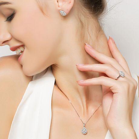 Boucles Oreilles goutte diamants. Or blanc 18cts. Diamants 0.40ct