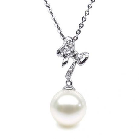 Pendentif en forme de noeuf - or blanc, diamants, perle blanche