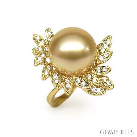 Bague perle australienne - Pétales d'or jaune ajourées, diamants