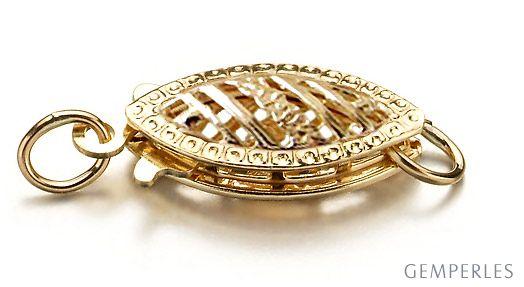 Mandorle : Fermoir Or jaune 14 carats en forme d'amande. Décoration gravure et ciselure.