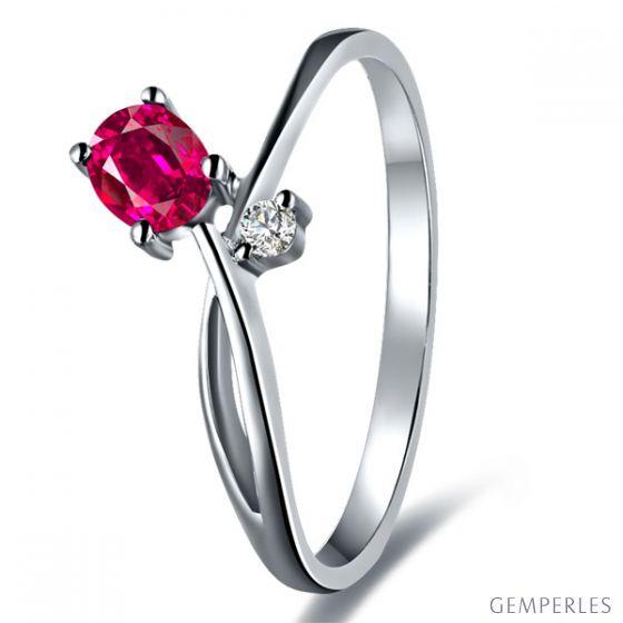 Bague en mouvement croisé - Rubis, diamant et or blanc