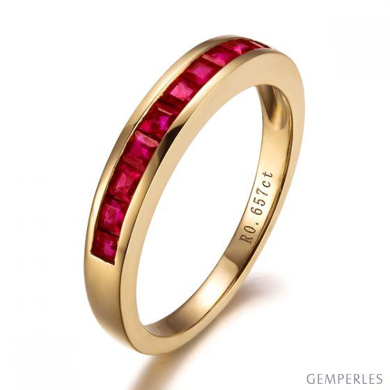 Bague contemporaine or jaune - Rubis sertis rails de 0.60 carat