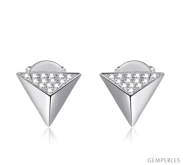 Boucles oreilles clous forme pyramidale. Or blanc, diamants