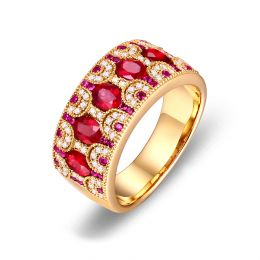 Bague Orientale à Paris. Or jaune, Rubis et diamants