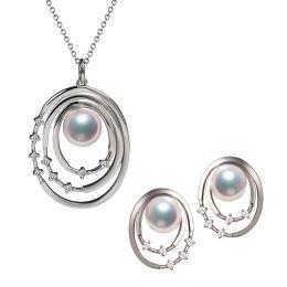Pendentif et Boucles Kaneo. Perles Akoya, Or blanc, diamants. Motifs cerclés