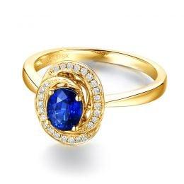 Bague saphir bleu. Or jaune, diamants myriade