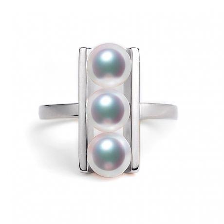 Bague 3 perles Akoya alignées et or blanc 18 carats