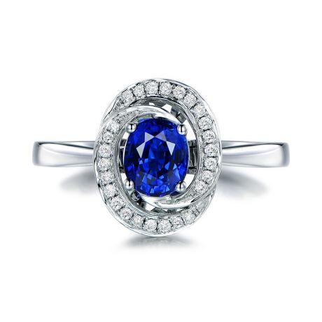 Bague saphir bleu. Or blanc, diamants myriade