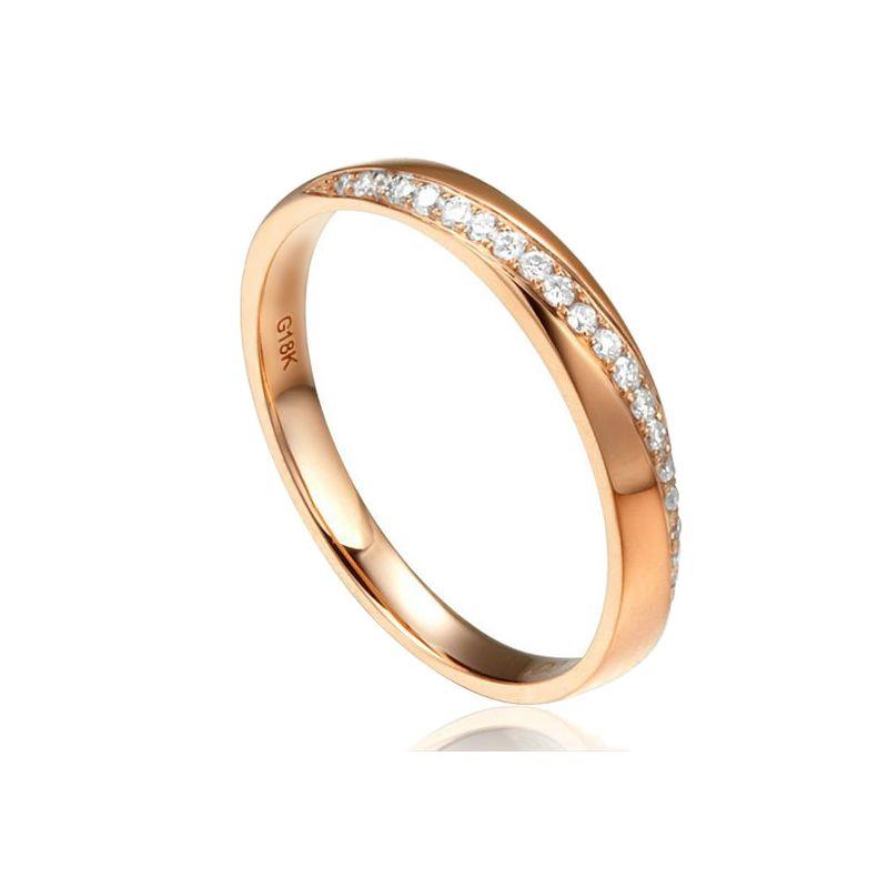 Alliance Or rose 18cts, diamants. Sertissage formant une ondulation