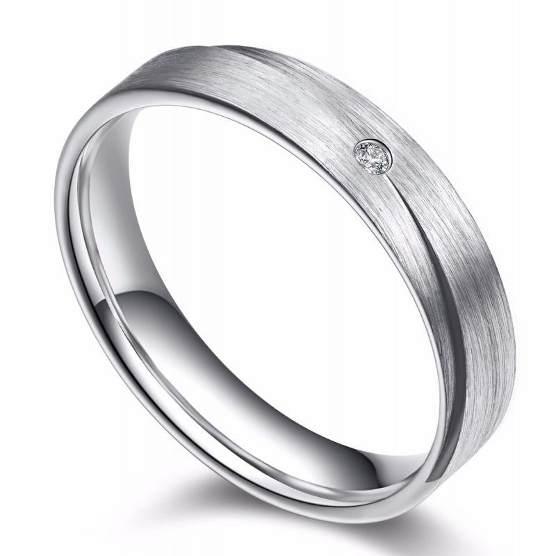 Alliance sillage amoureux pour l'homme. Or blanc. Diamant
