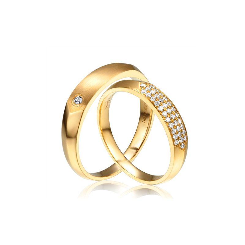 Alliances biseautées or jaune pour Couple - Sertissage en diamants