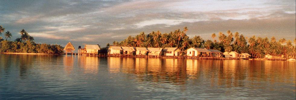 Village sur un atoll polynésien