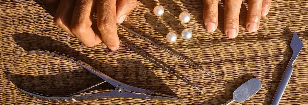 Strumenti per l'estrazione delle perle dei Mari del Sud